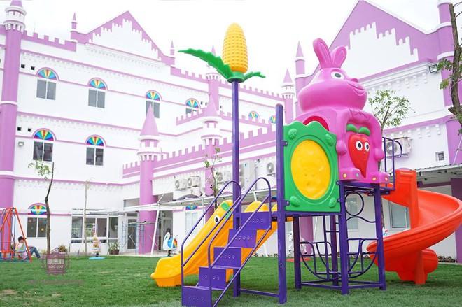 Choáng ngợp trước ngôi trường mầm non màu hồng tím trông như tòa lâu đài cổ tích - Ảnh 11.