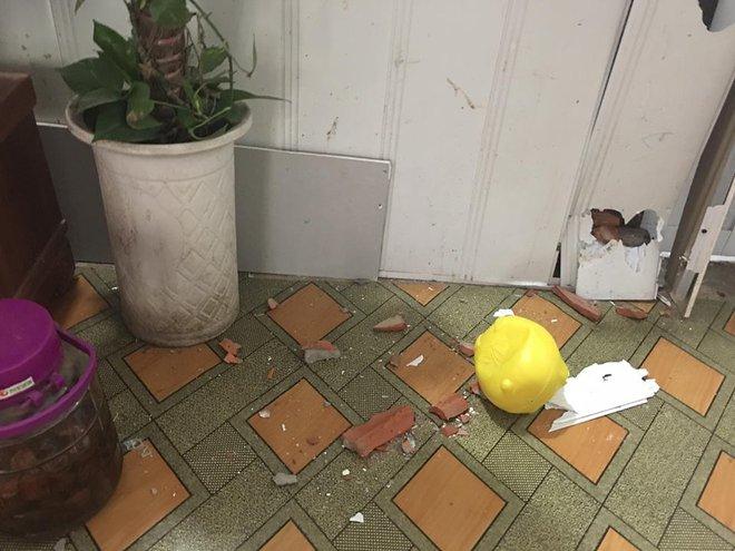 Hà Nội: Truy tìm nhóm côn đồ cầm hung khí xông vào nhà dân  đập phá tài sản khiến bà bầu, trẻ em hoảng sợ 2
