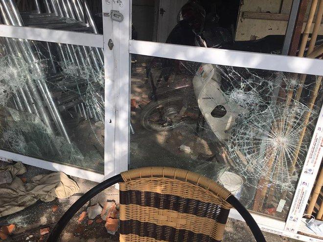 Hà Nội: Truy tìm nhóm côn đồ cầm hung khí xông vào nhà dân  đập phá tài sản khiến bà bầu, trẻ em hoảng sợ 3