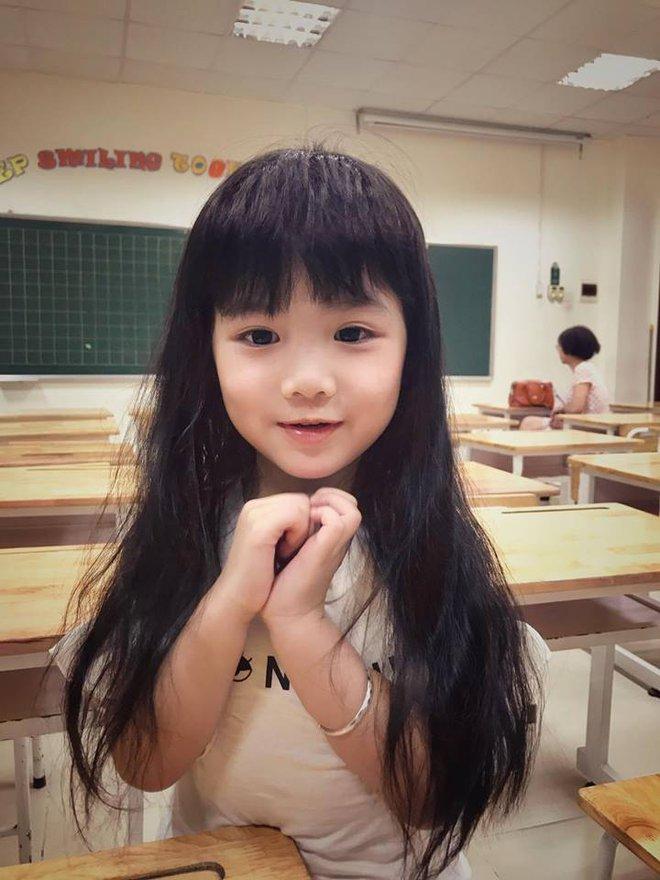Không cần đánh mắng, cách mẹ của 2 em bé Việt bắn tiếng Anh như gió dạy con nhận lỗi khiến ai cũng thích thú - Ảnh 4.