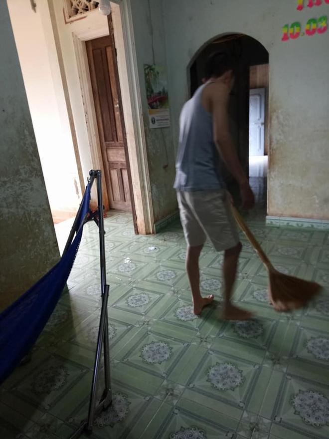 Anh con rể quốc dân: Lần nào về ngoại cũng tỉ mẩn ngồi nhổ sợi tóc bạc, quét nhà cho mẹ vợ - Ảnh 1.