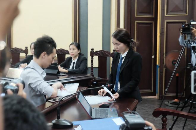 Tiếp phiên xét xử vụ lừa đảo 16,5 tỷ đồng: Phương Nga phản biện khiến luật sư của Cao Toàn Mỹ lặng im - Ảnh 6.