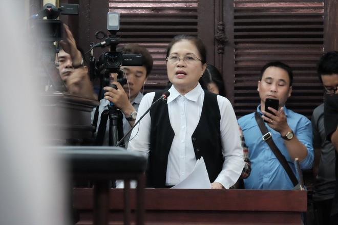 Tiếp phiên xét xử vụ lừa đảo 16,5 tỷ đồng: Phương Nga phản biện khiến luật sư của Cao Toàn Mỹ lặng im - Ảnh 5.