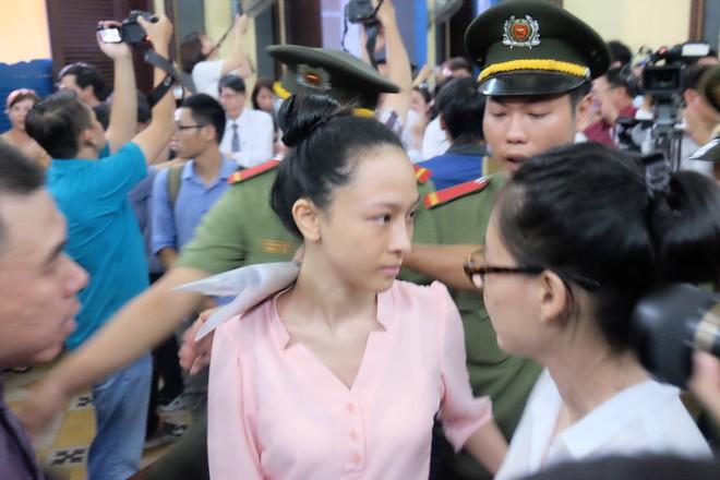 Hoa hậu Trương Hồ Phương Nga đã được tại ngoại sau 2 năm 3 tháng tạm giam - Ảnh 5.