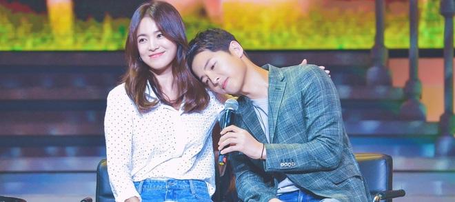 Tấm thiệp cưới được mong chờ nhất của Song Joong Ki và Song Hye Kyo đã xuất hiện? - Ảnh 2.