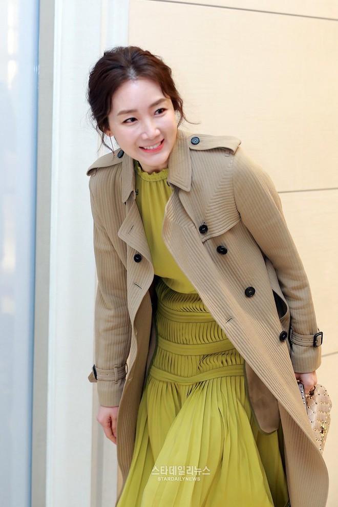 2 mỹ nhân xứ Hàn ở tuổi U50 rồi thế mà vẫn tươi trẻ như gái 20 thế này! - Ảnh 16.