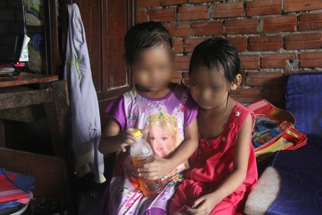 TP.HCM: Mẹ đi mua ve chai bảo con về trước, 2 bé gái sinh đôi 6 tuổi bị hàng xóm dâm ô - Ảnh 4.
