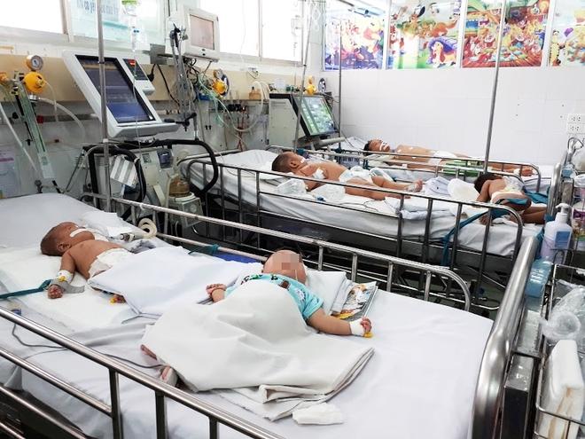 Không tiêm vaccine viêm não Nhật Bản cho trẻ, nhiều cha mẹ bất lực nhìn con bị đe dọa tính mạng - Ảnh 1.