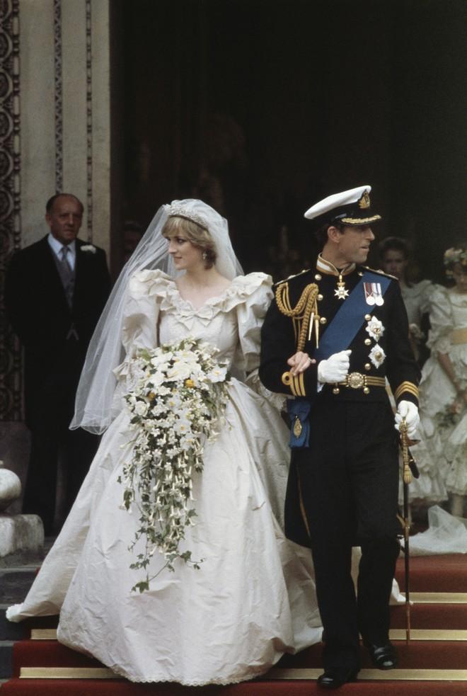 Mãn nhãn với những thiết kế váy cưới nổi tiếng nhất mọi thời đại - Ảnh 3.