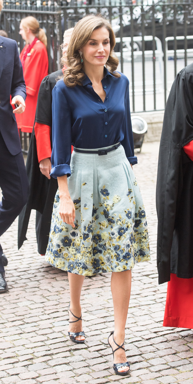 Giống công nương Kate, Nữ hoàng Tây Ban Nha chỉ chuộng những hãng đồ bình dân và chẳng ngại mặc đi mặc lại một mẫu - Ảnh 2.
