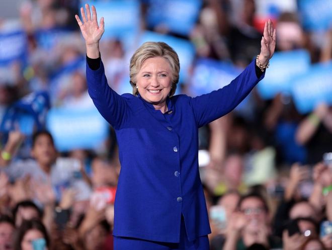 Bà Hillary Clinton đã dành đến 600 tiếng để làm đẹp trong suốt quá trình tranh cử - Ảnh 2.
