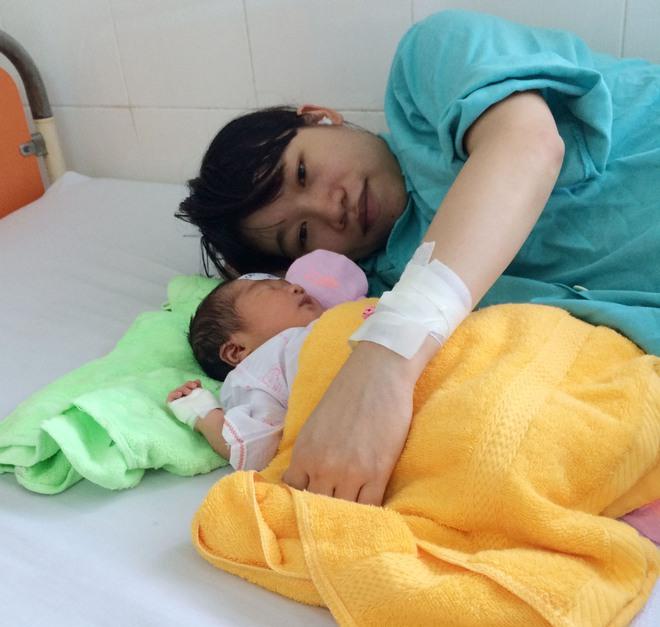 Kiêng cữ quá kĩ sau sinh, bà mẹ trẻ bị nhiễm trùng vết mổ đẻ phải điều trị cả tháng trời - Ảnh 1.