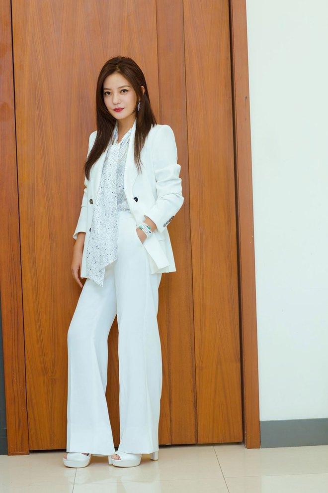Cứ sang thu là 5 mẫu áo khoác quen thuộc này lại được loạt người đẹp Hoa ngữ lăng xê nhiệt tình - Ảnh 2.