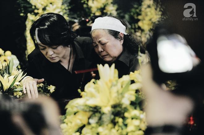 Những hình ảnh xúc động trong lễ tang nhà giáo Văn Như Cương - Ảnh 1.