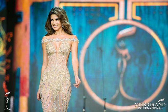 Quyến rũ trên sân khấu là vậy, nhưng ngoài đời Tân Hoa hậu Miss Grand lại sở hữu style cá tính hoàn toàn - Ảnh 2.