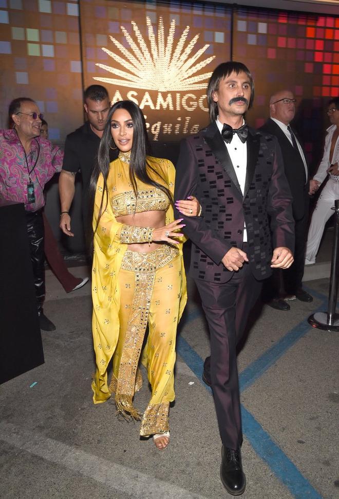 Hóa thân hết người này đến người khác, Kim Kardashian chính là nữ hoàng Halloween năm nay - Ảnh 3.