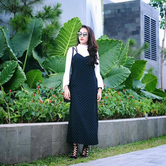 5 mẫu váy đang được các tín đồ thời trang châu Á diện nhiều nhất khi tiết trời se lạnh - Ảnh 2.