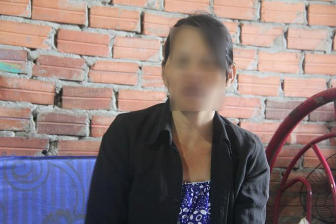 Vụ hai bé gái song sinh 6 tuổi nghi bị hàng xóm xâm hại: Quyết định tạm đình chỉ điều tra - Ảnh 1.
