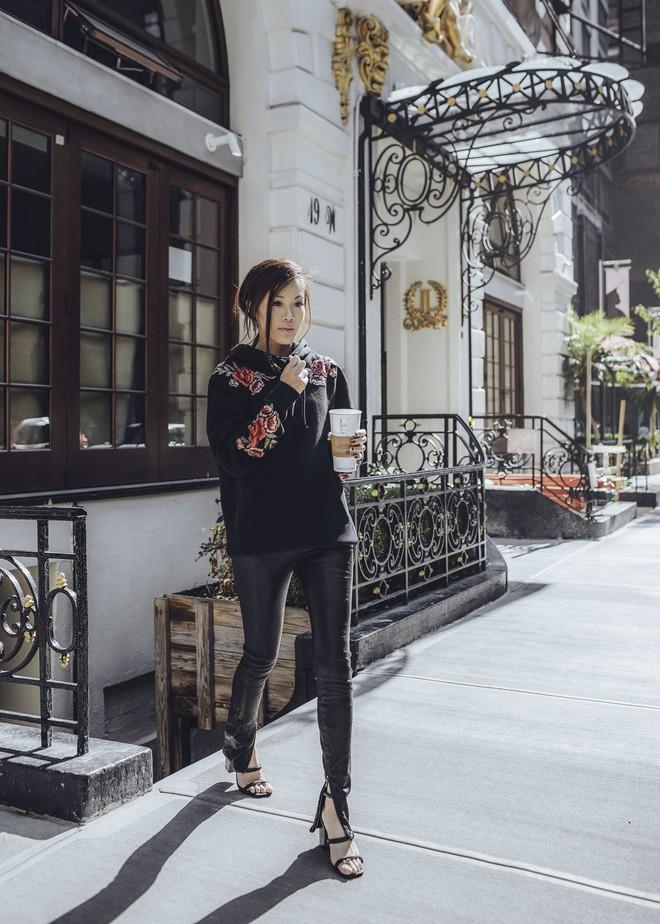 Blazer và jeans chính là combo được các quý cô châu Á ưu ái nhất tuần qua - Ảnh 2.