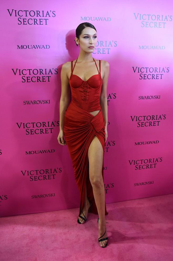 Mỹ nhân Tình người duyên ma khoe thân hình đồng hồ cát trên thảm hồng Victoria's Secret 2017 - Ảnh 4.