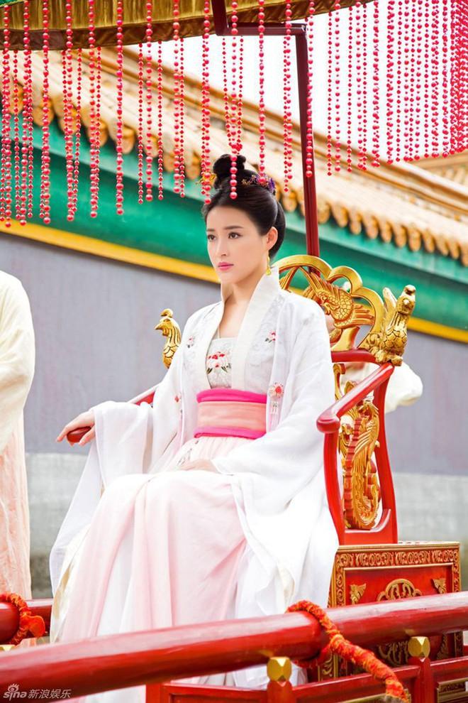 Cuộc đời bi kịch của Hoàng hậu yêu nhầm anh rể: chị gái phẫn uất từ mặt, sa cơ phải đi hầu hạ cho kẻ thù cướp nước - Ảnh 3.