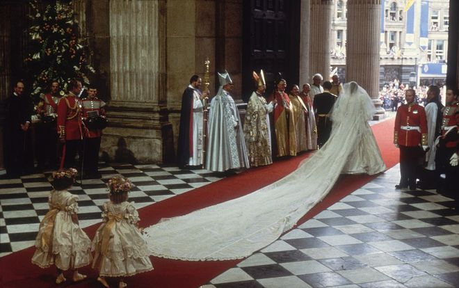 Mãn nhãn với những thiết kế váy cưới nổi tiếng nhất mọi thời đại - Ảnh 4.
