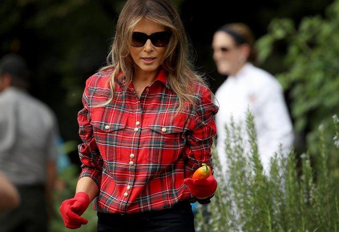Loạt trang phục gây chú ý của bà Melania Trump: Bộ được khen nức nở, bộ lại bị chê không thương tiếc  - Ảnh 5.