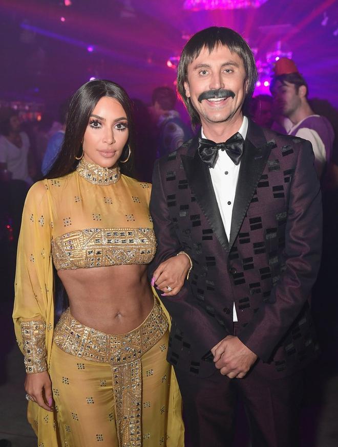 Hóa thân hết người này đến người khác, Kim Kardashian chính là nữ hoàng Halloween năm nay - Ảnh 4.