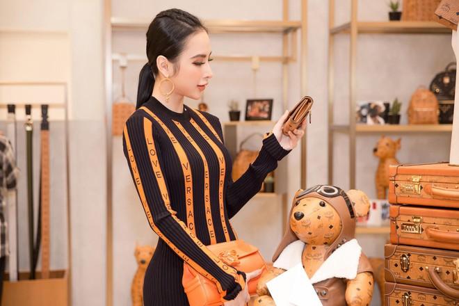 Bầu bí 2 lần nhưng Huyền Baby diện váy ôm khoe đường cong chẳng kém Angela Phương Trinh - Ảnh 2.