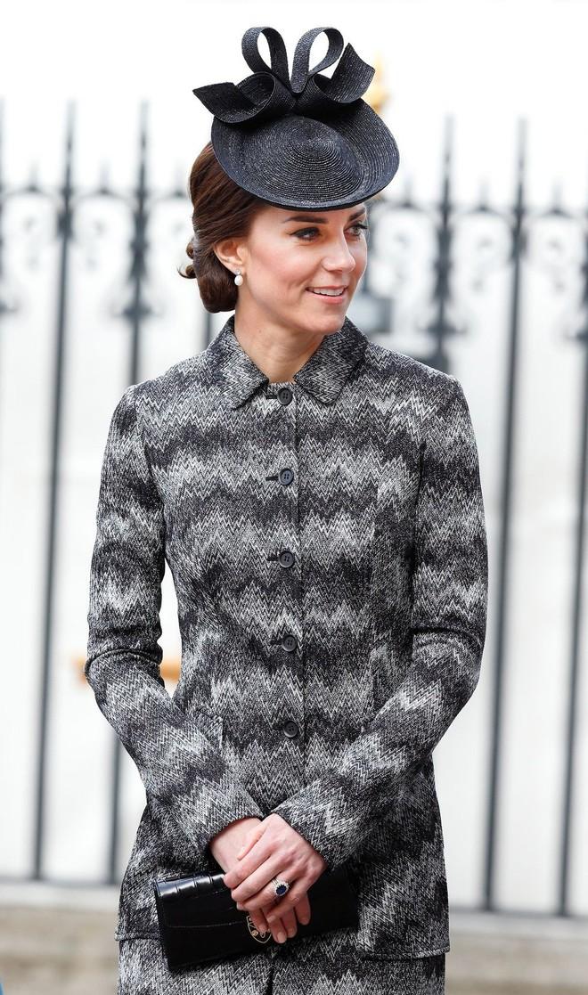 Tổng kết năm 2017, Công nương Kate đã chi khoảng 3.5 tỷ đồng mua sắm quần áo - Ảnh 7.