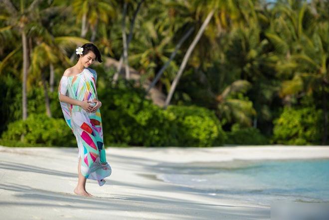 Ngắm phong cách bầu bí mỗi người một vẻ của 4 mẹ bầu hot nhất hiện nay - Ảnh 19.