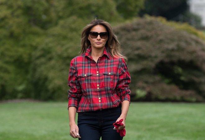 Loạt trang phục gây chú ý của bà Melania Trump: Bộ được khen nức nở, bộ lại bị chê không thương tiếc  - Ảnh 6.