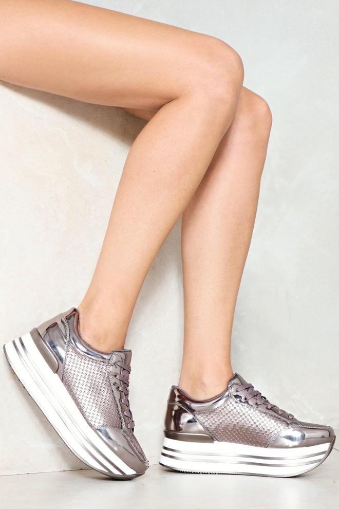 Xu hướng sneaker Thu/Đông 2017 đang khởi động với 4 mẫu giày này - Ảnh 7.