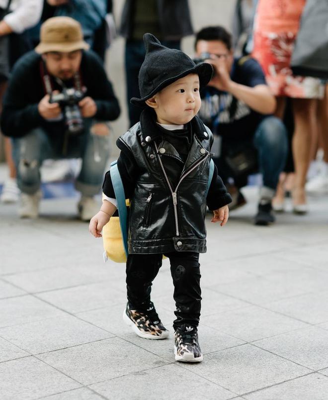 Ai là nhân vật đứng phía sau những nhóc tỳ sành điệu tại Tuần lễ thời trang Seoul - Ảnh 18.