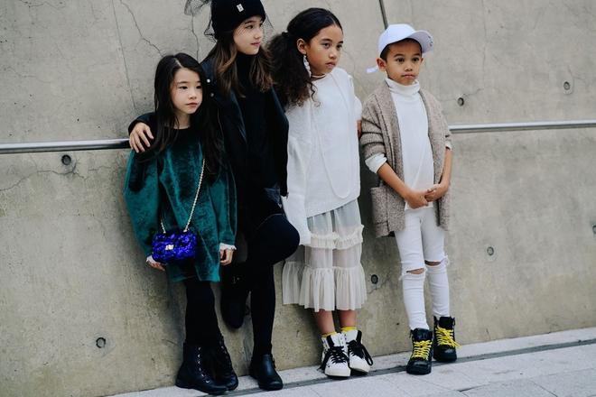 Ai là nhân vật đứng phía sau những nhóc tỳ sành điệu tại Tuần lễ thời trang Seoul - Ảnh 19.