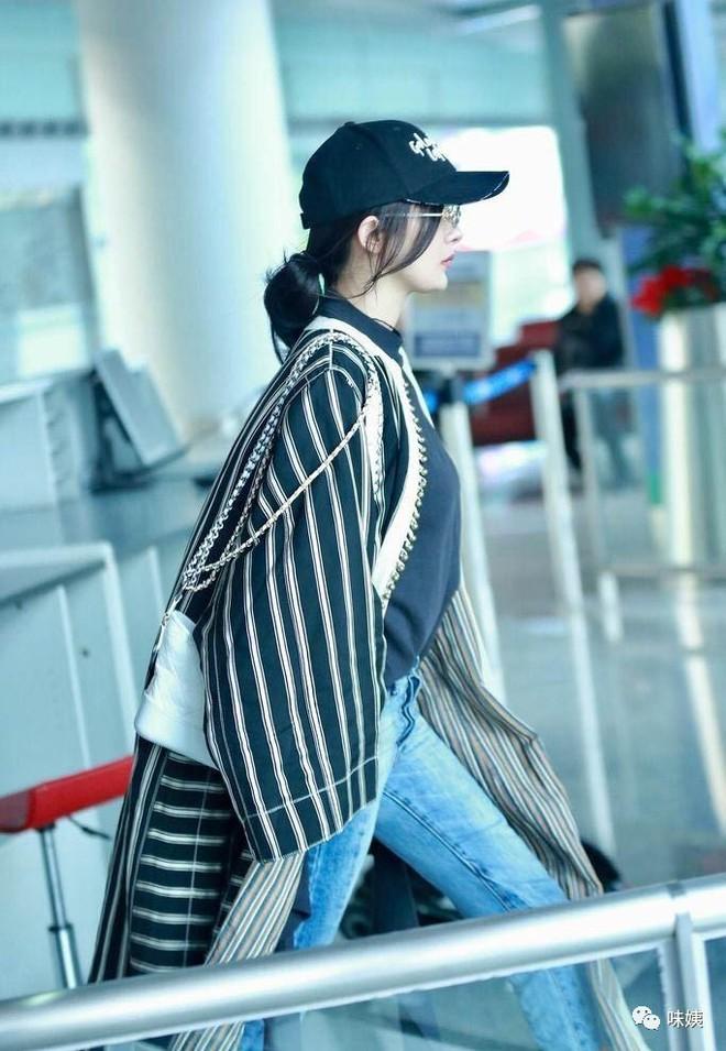 Túi mới của Chanel: Chưa ra mắt được bao lâu đã làm mưa làm gió tủ đồ của loạt sao Hoa ngữ - Ảnh 2.