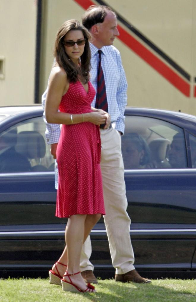 Liệu có ai tò mò về phong cách thời trang hồi chưa là Công nương của Kate Middleton - Ảnh 12.