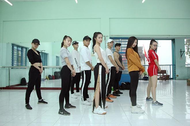 Bận rộn tập vũ đạo, Đông Nhi vội ăn trong phòng tập - Ảnh 5.
