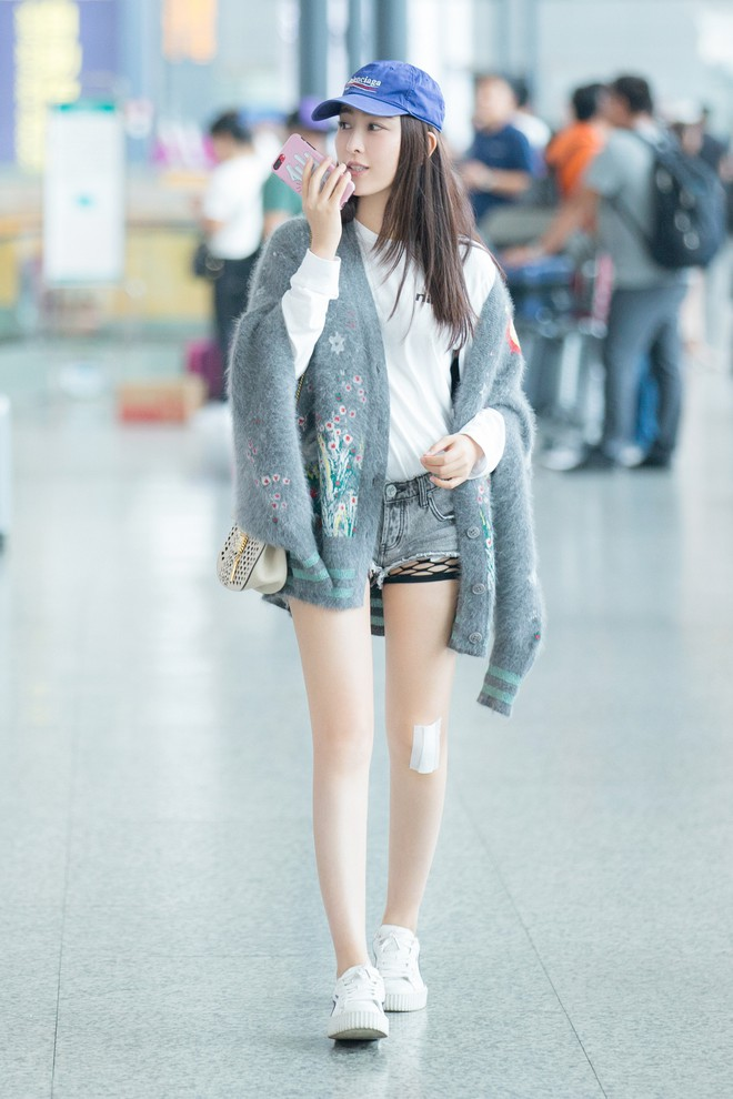 Cứ sang thu là 5 mẫu áo khoác quen thuộc này lại được loạt người đẹp Hoa ngữ lăng xê nhiệt tình - Ảnh 20.