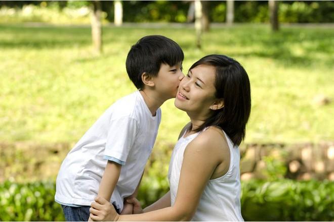Quyết định ngừng la mắng con trong vòng 1 năm, bà mẹ 4 con đã rút ra nhiều bài học quý giá - Ảnh 2.