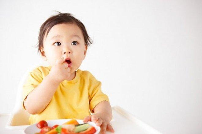 Đây là lý do tại sao mẹ nên cho bé ăn bốc thường xuyên hơn nữa - Ảnh 1.