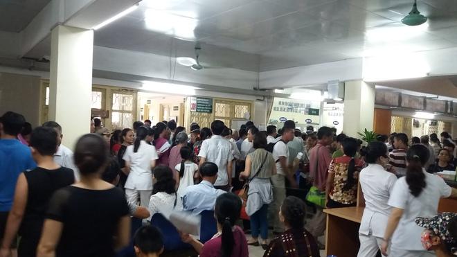 Cháy tại phòng thu tiền khoa Khám bệnh tự nguyện của BV Bạch Mai: Chuyển bệnh nhân sang các khoa khác thăm khám - ảnh 5