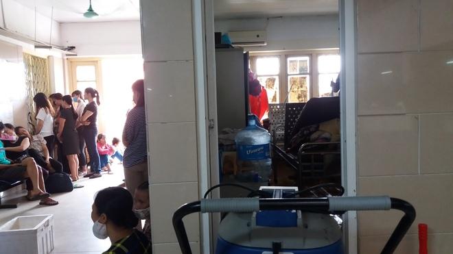 Cháy tại phòng thu tiền khoa Khám bệnh tự nguyện của BV Bạch Mai: Chuyển bệnh nhân sang các khoa khác thăm khám - ảnh 6