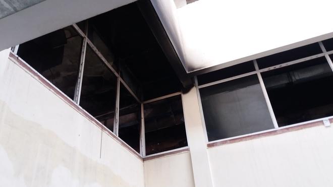 Cháy tại phòng thu tiền khoa Khám bệnh tự nguyện của BV Bạch Mai: Chuyển bệnh nhân sang các khoa khác thăm khám - ảnh 7