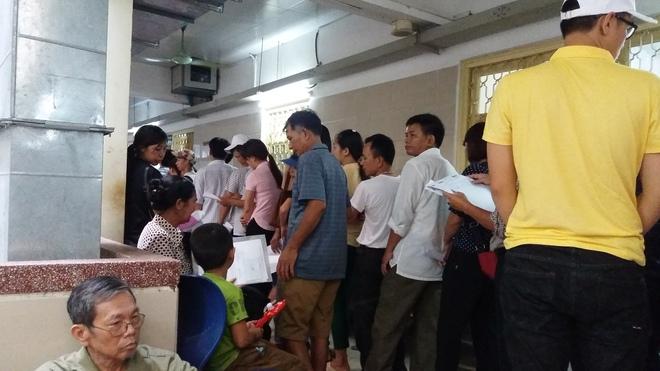 Cháy tại phòng thu tiền khoa Khám bệnh tự nguyện của BV Bạch Mai: Chuyển bệnh nhân sang các khoa khác thăm khám - ảnh 9