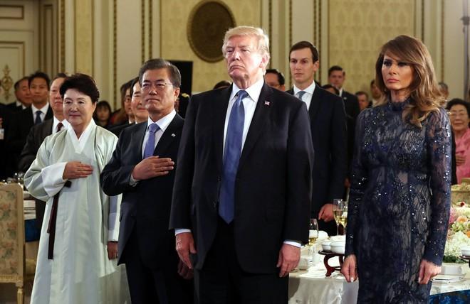 Phu nhân Melania Trump chịu chi hơn 1 tỷ cho váy áo trong chuyến công du 3 nước châu Á - Ảnh 19.