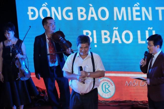 Bằng giọng hát, bác sĩ Sài Gòn quyên được hơn 236 triệu đồng cho người dân miền Trung bão lũ trong chưa đầy 3 giờ - Ảnh 3.