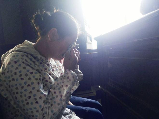 Bố bé gái 2,5 tuổi bị hiếp dâm phải nhập viện cấp cứu: Con bé cứ hỏi về vết sẹo trên cơ thể - Ảnh 7.