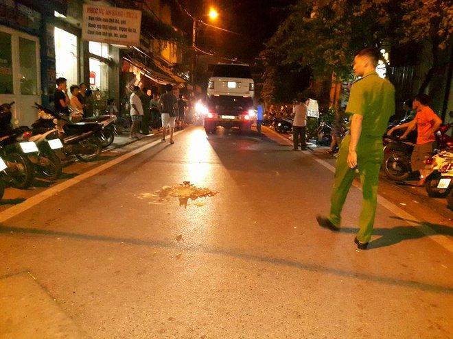 Hà Nội: Bé trai 19 tháng tuổi bị xe ô tô Range Rover đè tử vong khi đang chơi gần nhà - Ảnh 1.