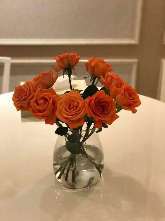 Ngắm căn hộ góc nào cũng lãng mạn và ngọt ngào với hoa tươi của hoa hậu Phạm Hương - Ảnh 11.